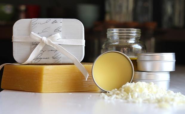 cách làm nước hoa khô từ sáp ong