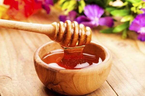 tẩy da chết môi mật ong cực hiệu quả