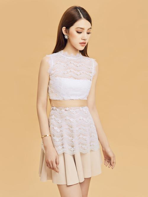 Chiếc đầm ren trắng