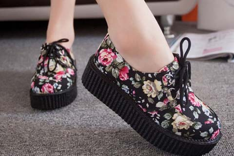 Giày họa tiết hoa
