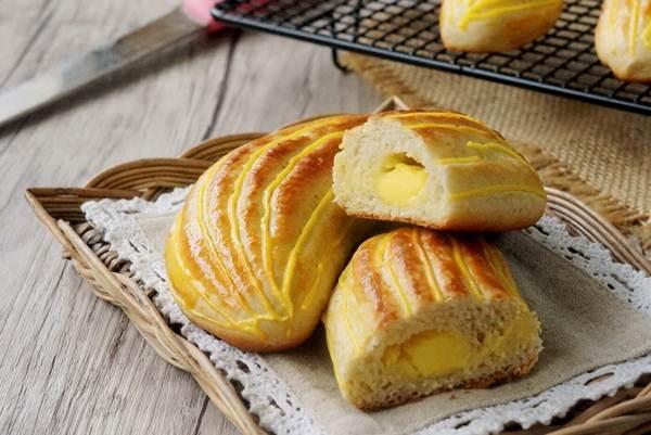 Chỉ cần vài bước là bạn đã có ngay những chiếc bánh bông lan chuối thơm ngon như thế này