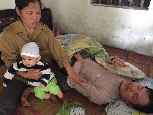 Bé 5 tháng tuổi, hoàn cảnh đáng thương của bé 5 tháng tuổi, bố u não, mẹ bỏ đi