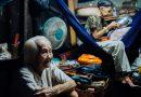 """Rơi nước mắt mảnh đời bà cụ bán bánh sùng hơn 60 năm nuôi con gái tâm thần : Cả đời chỉ mong một lần nghe con gọi """" Má Ơi"""""""