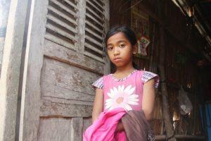 xót thương ba đứa trẻ mồ côi ngày ngày đi bán vé số mong được tới trường