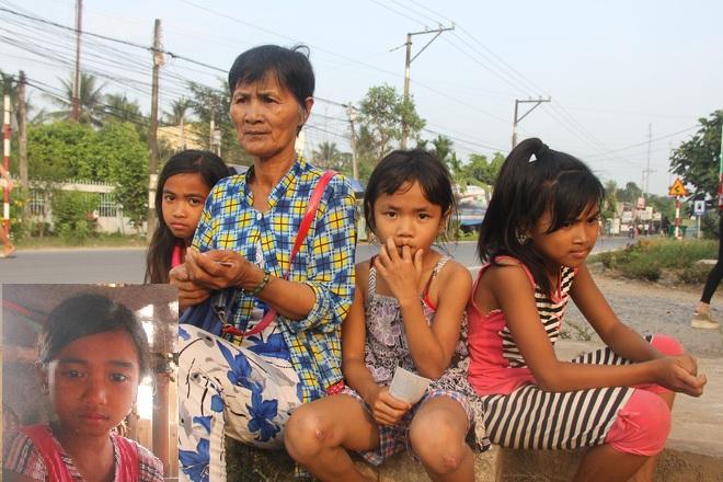 Rơi nước mắt cảnh 3 bé bị bố mẹ bỏ rơi, ngày ngày đi bán vé số nuôi ước mơ được tiếp tục đến trường