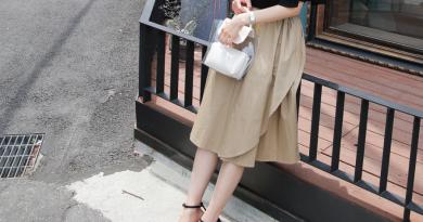 Cao gót đế thô với chân váy dài