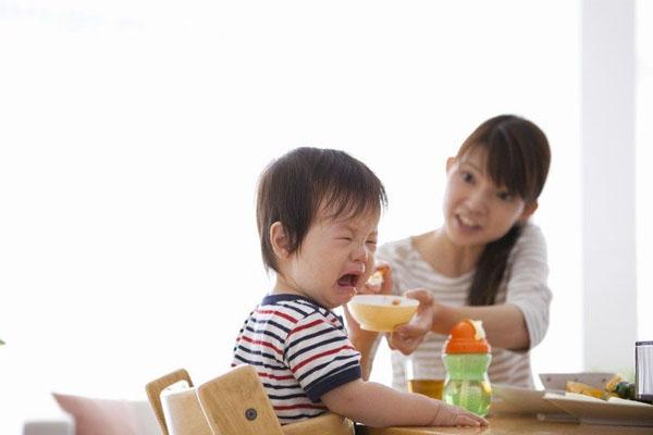 Khoe huấn luyện con 'ăn cả thế giới' người mẹ bị ném đá dữ dội