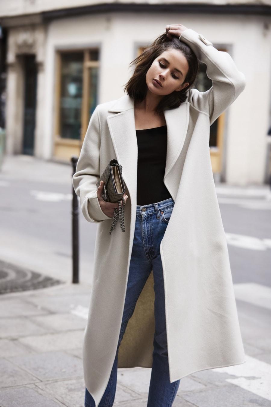 Áo phông + trench coat mỏng