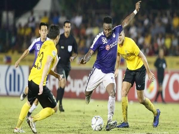 Oseni gặp chấn thương trong trận đấu với Ceres Negros.