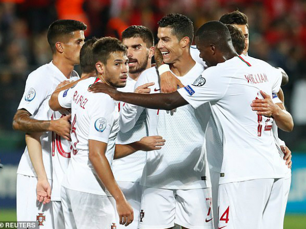 Ronaldo lập kỷ lục siêu khủng sau chiến thắng đậm trước Lithuania