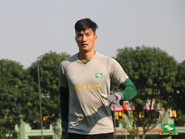 Bóng đá Việt Nam sáng 2/11: Thủ môn Văn Hoàng chia tay SLNA
